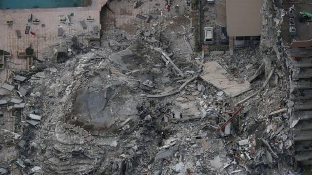 «Мы рыдали, обнявшись»: Волонтёр о рухнувшем в Майами доме