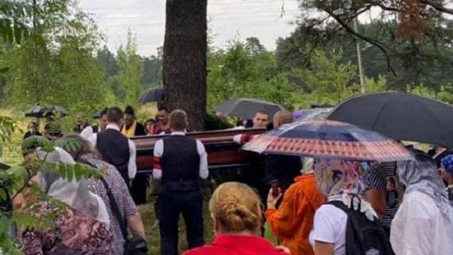Гроб с телом Петра Мамонова не влез в могилу