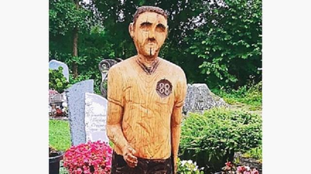 Сына заставили убрать памятник отцу из-за сходства с Гитлером