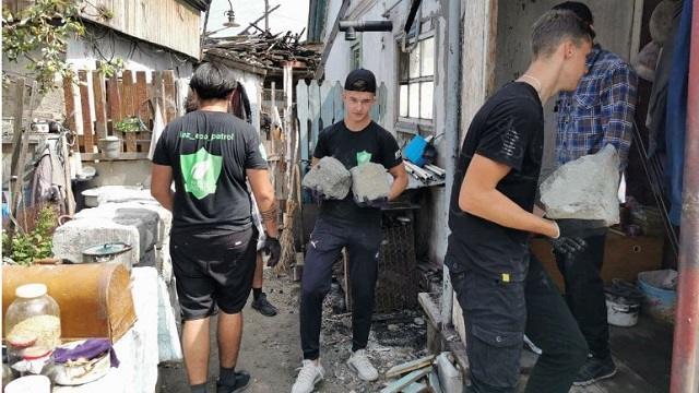 На помощь пожилым погорельцам из Рудного пришел «Экопатруль»