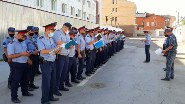 Сотни неблагополучных семей посетили костанайские стражи порядка