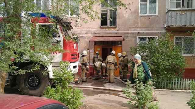 Девять человек эвакуировали при пожаре в Рудном