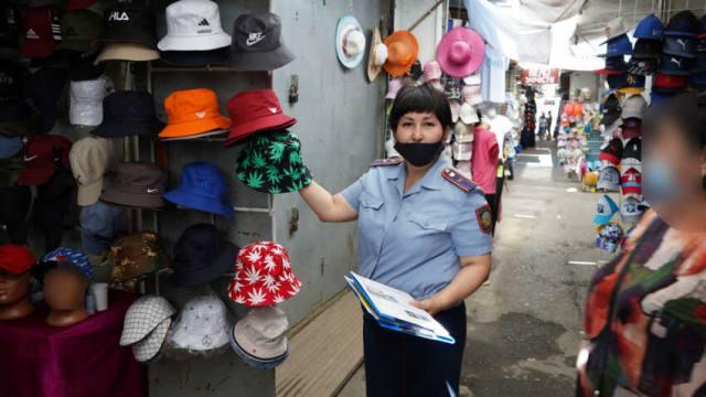Одежда с рисунком конопли попала под запрет в Костанае