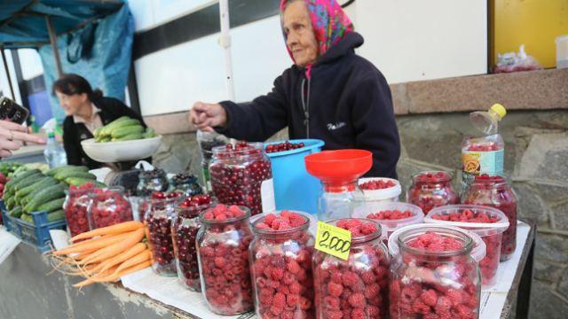 Дачную ягоду продают по баснословным ценам в Костанае