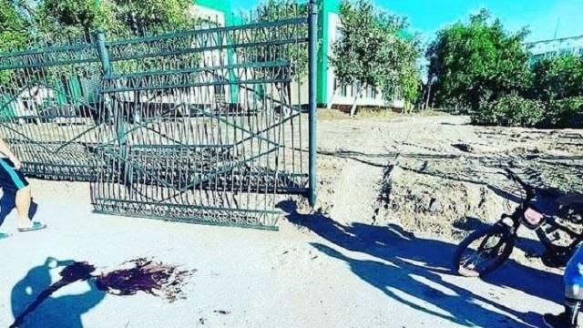 Ребенка придавило металлическим забором в детсаду Темиртау