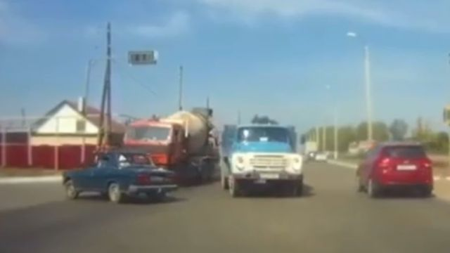 Женщина погибла в аварии с участием «ВАЗа» и «КамАЗа» в Рудном