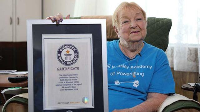 99-летняя дама подняла штангу весом 68 килограммов