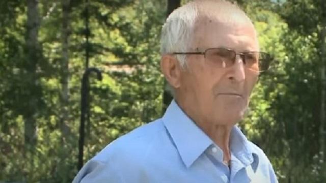 Видео: 93-летний казахстанец своими руками вырастил лес