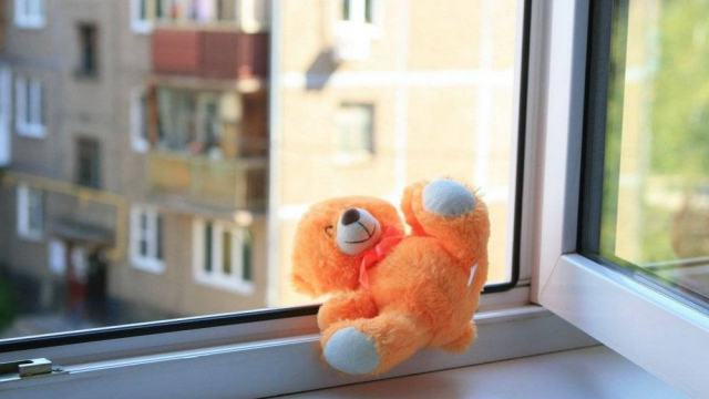 «Отец не успел»: Ребёнок погиб, выпав из окна 8 этажа в Казахстане