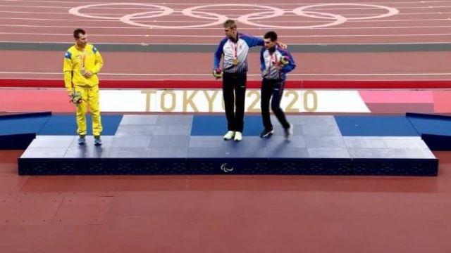 Украинец отказался фотографироваться с паралимпийцами из России
