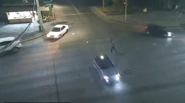 «Танец на перекрестке»: Пьяный нарушитель ПДД попал на видео