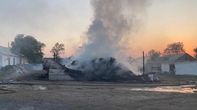 Видео: Сельчанин в Костанайской области поджег сеновал соседа