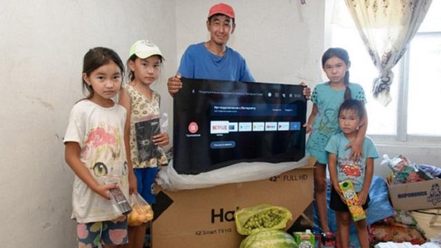Многодетной семье вручен презент от замакима Костанайской области
