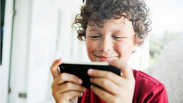 Подросток пырнул отца ножом за запрет играть на смартфоне