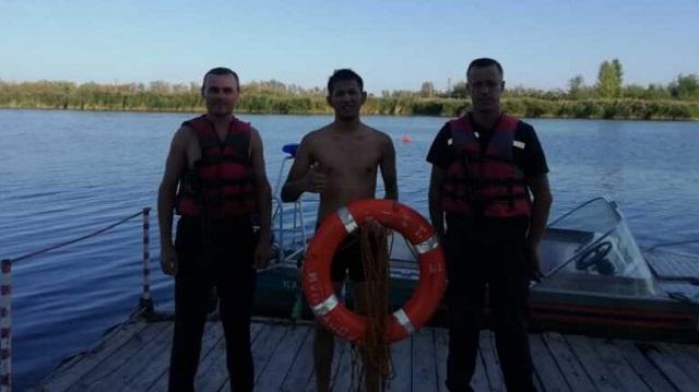 20-летний парень едва не утонул на пляже в Костанае