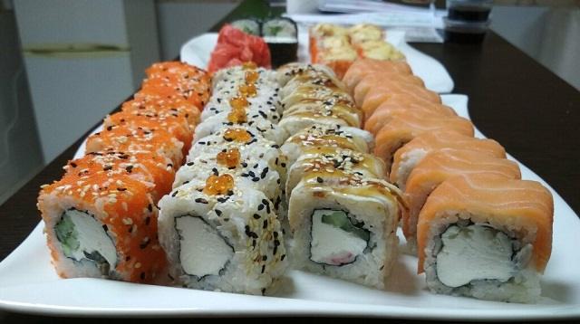 Какая опасность грозит любителям суши, рассказал инфекционист
