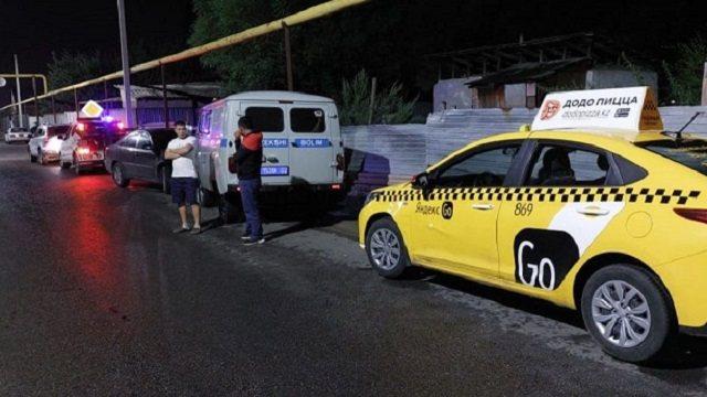 Таксист из Алматы на полном ходу сбил 13-летнего подростка
