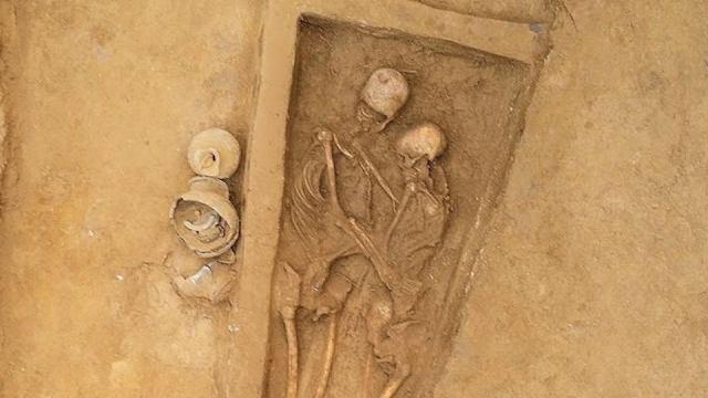 Любовь до гроба: Парное захоронение обнаружили археологи