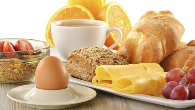 Почему нет аппетита утром и как приучить себя завтракать