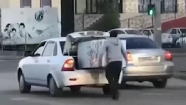 Видео: Необычная доставка холодильника в Актобе развеселила cеть