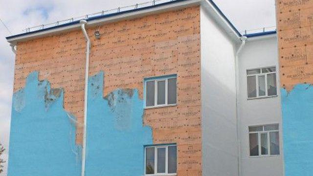 Фасад школы облез сразу после ремонта в Костанайской области