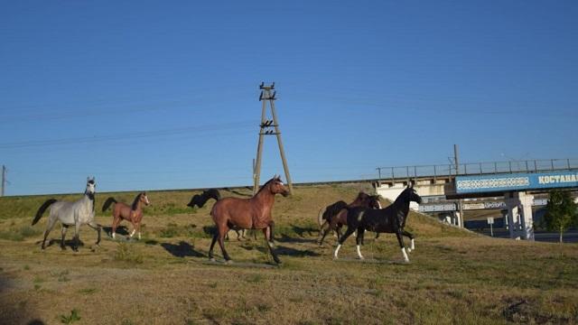 Куда исчезли фигуры коней, располагавшиеся при въезде в Костанай