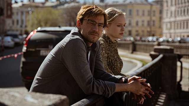Сериал «Надвое» с Данилой Козловским выйдет на канале «Россия»
