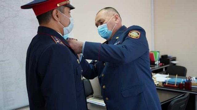 Полицейских наградили за спасение беременной рудничанки