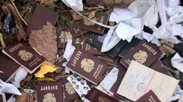 На сельской свалке найдены десятки паспортов