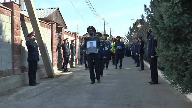 В последний путь погибших полицейских проводили в Алматы
