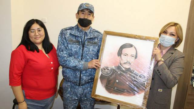 Заключённый сделал подарок музею в Костанайской области
