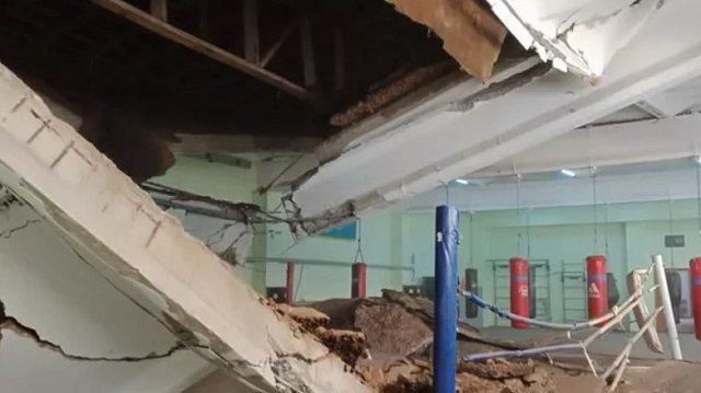 «Был треск»: Потолок обрушился в детской спортшколе Павлодара
