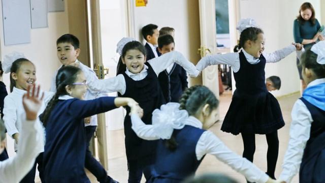 Школьницам разрешили носить платки и тюбетейки в Узбекистане