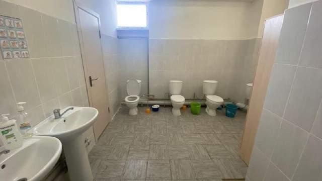 «Туалетный скандал»: Нужны ли перегородки в школьных туалетах?