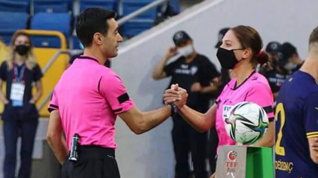 Матч чемпионата Турции по футболу отсудили муж и жена