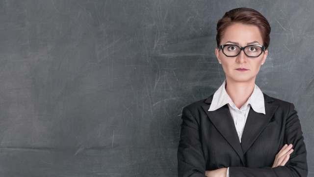 Какие школы перешли на единую форму для учителей в Костанае?