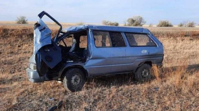 ДТП с тремя пострадавшими: Минивэн Nissan Largo слетел с трассы