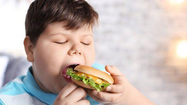 Лишний вес усиливает тяжесть коронавируса у подростков