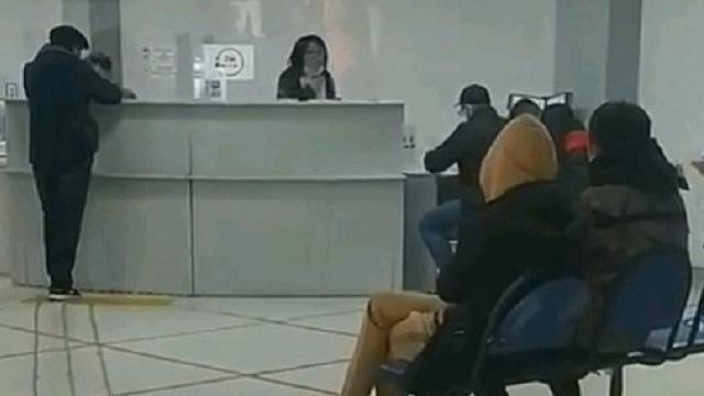 «Все никак не нажрётесь»: Скандал в ЦОНе Павлодара попал на видео