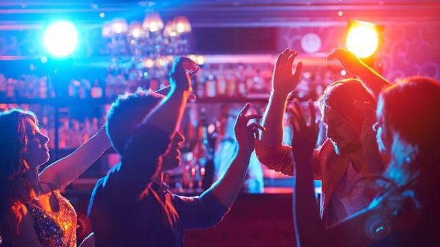 Ночным клубам разрешили работать в Казахстане